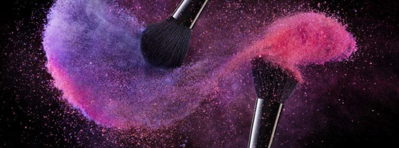 Makijaż wieczorowy – akcesoria i produkty, które musisz mieć do jego wykonania